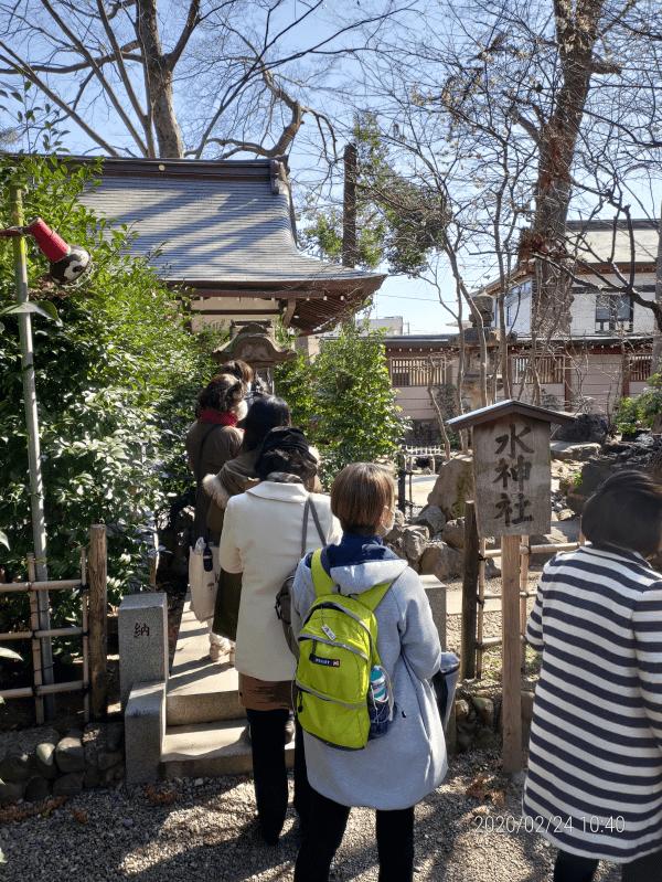 大國魂神社の水神社でお水取り
